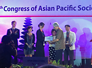 Dr. Rebecca Sell receiving award at APSR 2014 meeting in Bali.